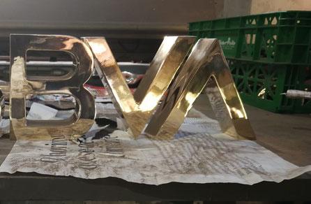letras corporativas en bronce de fundición (30 cm de alto)
