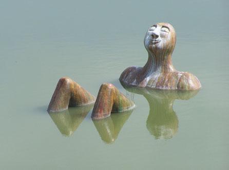 Figura Flotante Hombre del Río