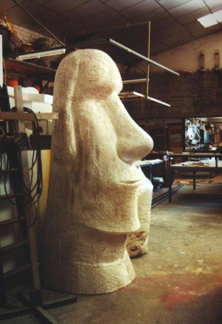 Isla de Pascua, Moai, para stand, en proceso.