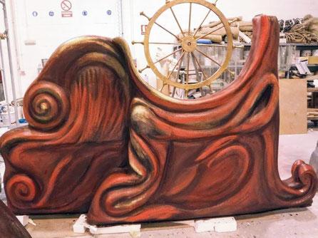 Carra con podium, para teatro, talla en poliespan + pintura escenográfica