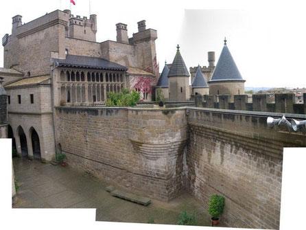 Intervención en el Castillo de Olite, para camuflar cables, focos etc. > rodaje de cine
