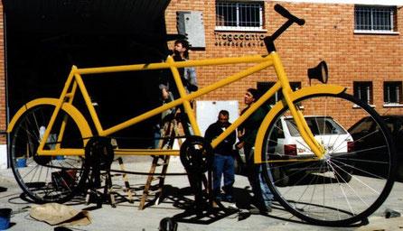 Bicicleta Tandem Gigante, como reclamo en Feria, Stand Ferial