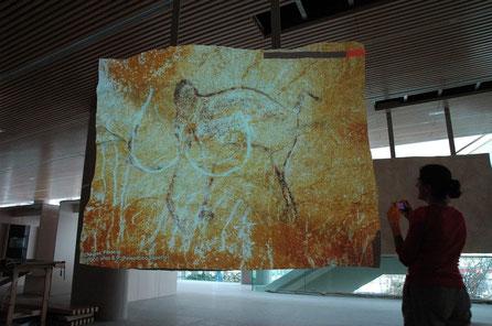 Relieve tallado, para proyección de diapositivas arte rupestre, MUseo de la Evolución