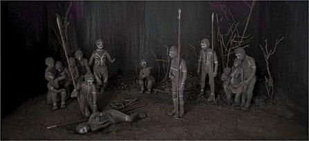 Maqueta / pequeño Diorama representando un Enterramiento primitivo en Africa. Museo de la Evolución Humana, Burgos.