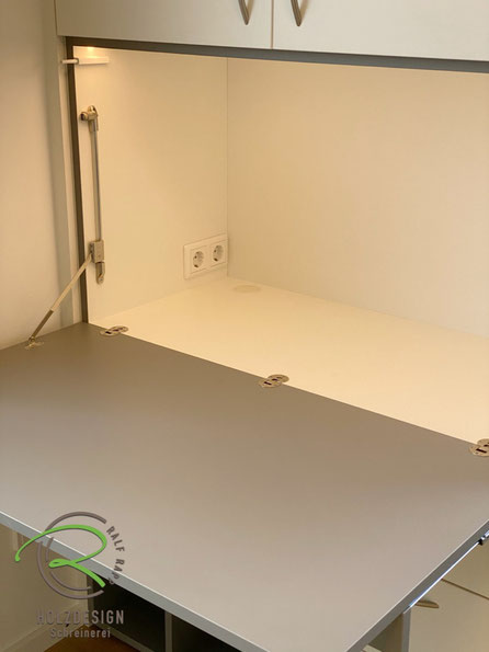 Kinderzimmer-Schreibtischschrank mit aufklappbarer Schreibtischplatte, Schublade als Auflage für Schreibtischplatte u. für Stifte u. Tastatur,Schreibtischschrank im Kinderzimmer, Kinderzimmerschrank mit integriertem Schreibtisch offenem Regal in grau