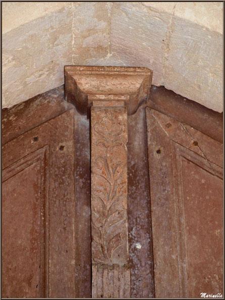 Haut de la porte d'entrée, côté intérieur, à l'église Saint Pierre de Mons à Belin-Beliet (Gironde)