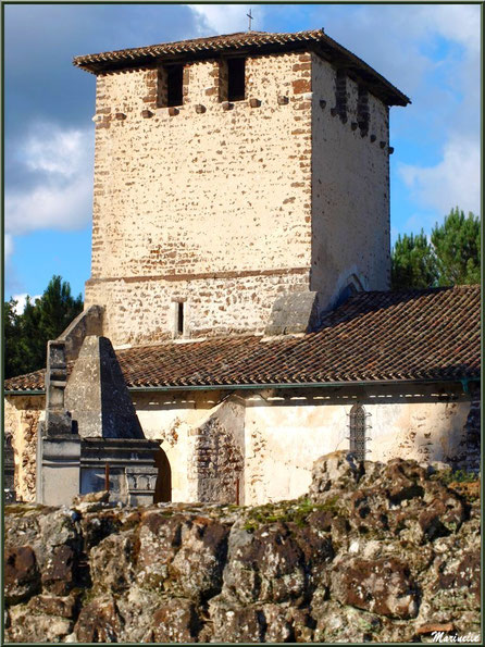 Le clocher de l'église Saint Pierre de Mons, Belin-Beliet (Gironde)
