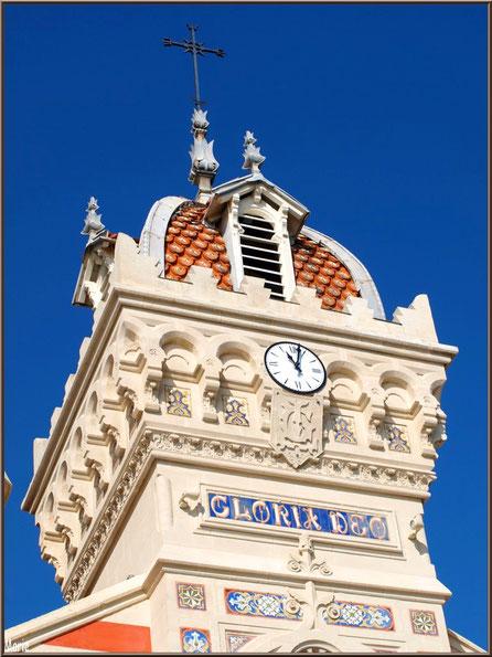Chapelle Algérienne, détail clocher et son horloge, Village de L'Herbe, Bassin d'Arcachon (33)