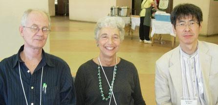2006年10月 クリエイティブ・アーツセラピー国際会議(東京)にて (左はギオラ・カルミ)