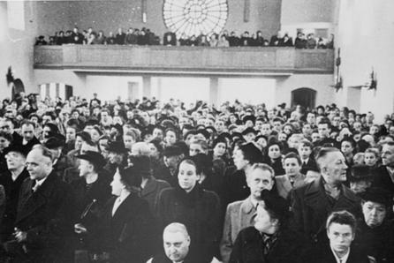 Die Kirche kann am Weihetag kaum alle Gläubigen fassen
