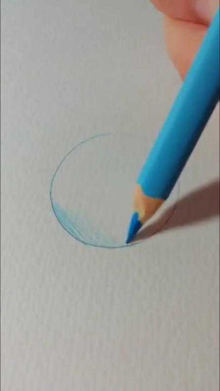 重ね塗り(混色)の最初の色を塗っている写真