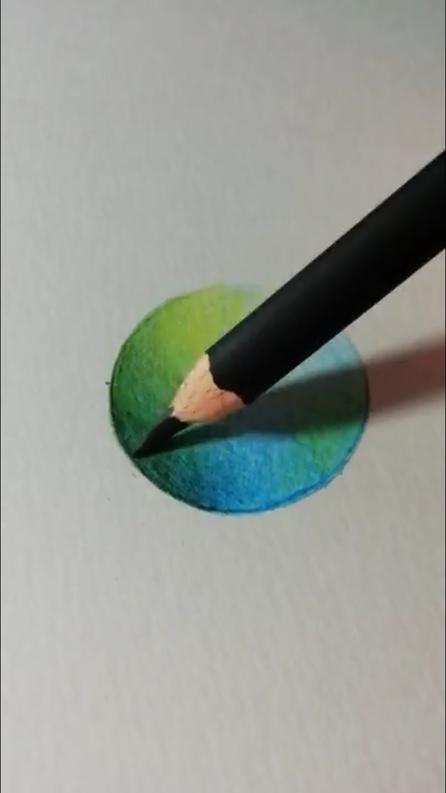 重ね塗り(混色)の5番目の色を塗っている写真