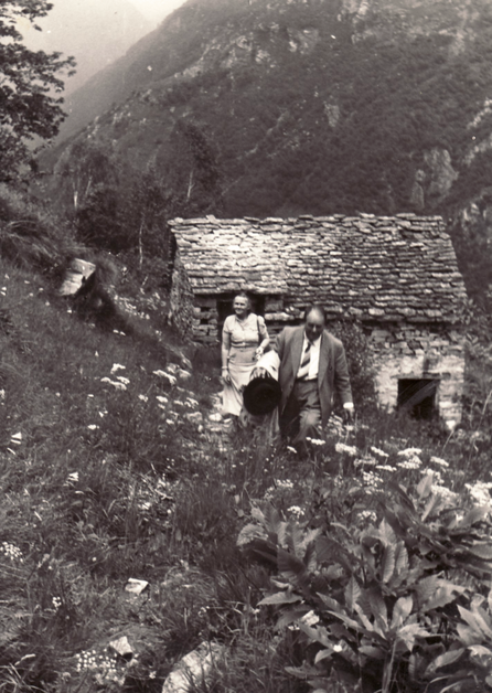 Erwin Bowien and his muse Erna Heinen-Steinhoff searching for a motif in Ticino, 1956. On the way from Corippo to Mergoscia