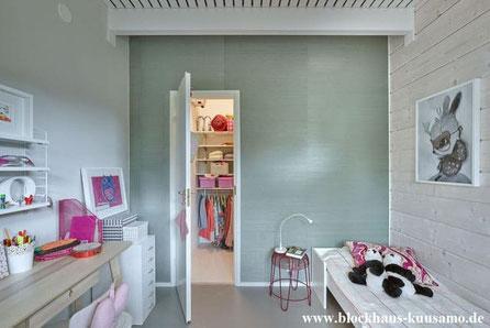 Jugendzimmer im Blockhaus mit eigenem begehbarem Kleiderzimmer