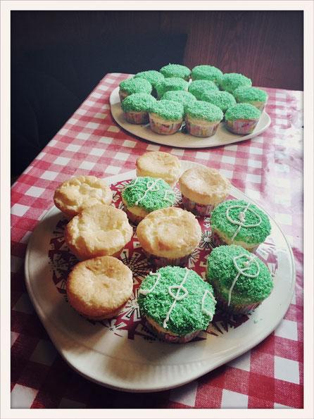 Muffins glutenfrei, Glutenfrei Zitronenmuffins, Zitronenmuffins Thermomix glutenfrei, Muffins Topping Rasen, Muffins Topping Wiese, Muffins Fußball, EM Muffins, WM Muffins, Fußball Rasen Muffins