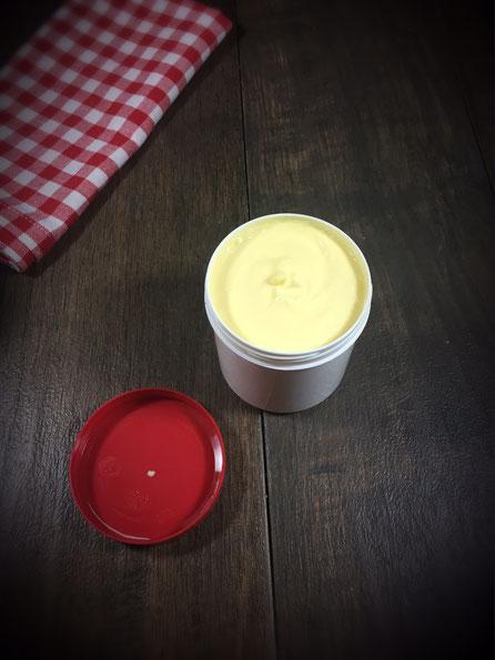 Creme für die Nacht mit Calendulaöl und Lavendel wirkt regenerierend und beruhigend
