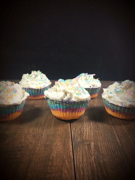 Einhorn Bade Cupcakes aus dem Thermomix für ein gradnioses Schaumbad Muffins in Regenbogen Farben zum Baden