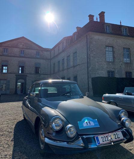 Exklusiver Parkplatz vor dem Château de Parentignat