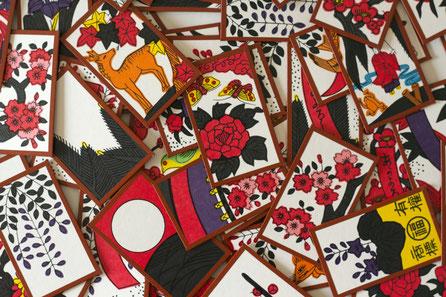 Hanafuda ist ein Kartenspiel, dass traditionell am Neujahrstag gespielt wird - © by japanexperterna.se (Lizenzbedingungen auf Flickr.com)