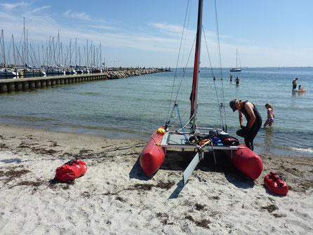 Die Startvorbereitungen am Strand