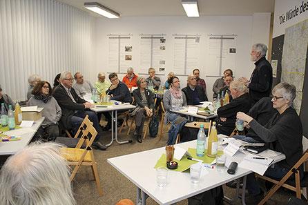 Zum ersten Vernetzungstreffen von Stolperstein-Initiativen in Rehburg ist das Interesse groß gewesen.