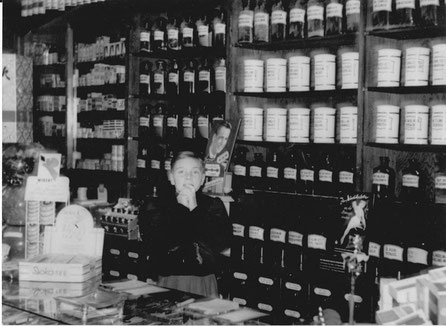 Wolfgang Epping as a child in the drugstore of his parents