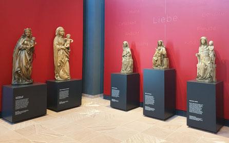 Verschiedene Marienskulpturen aus der Sammlung Dursch. Bild: Rebecca Motzer.