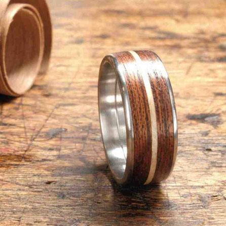 Edelstahlring Holzring Holz Mahagoni umlaufendes Ahorn Inlay, Hochzeitsringe, exklusive Verlobungsringe, Partnerringe, Trauring Kunsthandwerk
