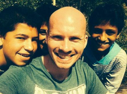 Drei Kids aus meiner Desinfektionsgel-Gang
