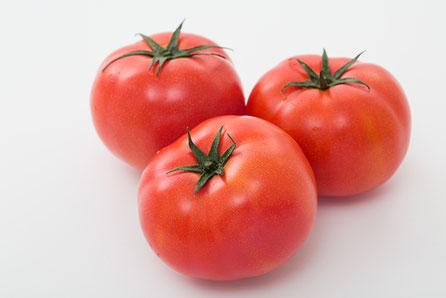 新鮮なトマト3個