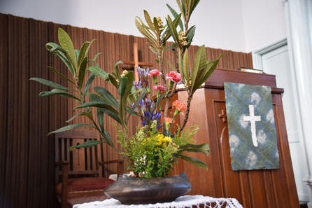 2018年11月11日(日)秋のファミリー礼拝を兼ねた子ども祝福礼拝の献花と講壇