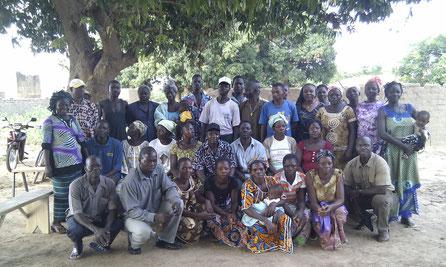 Groupe de personnes bénéficiant de microcrédits par Adéga