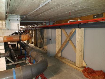 Im Keller sind neue Stützen installiert.