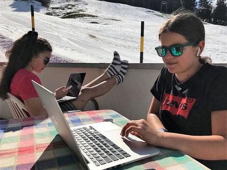 Mira Wyser im HomeOffice während der Corona-Pandemie