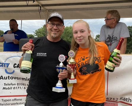 Zwei Sieger in Genthin: Dennis Ewert und Emely Weber. Foto: Alpha-Report