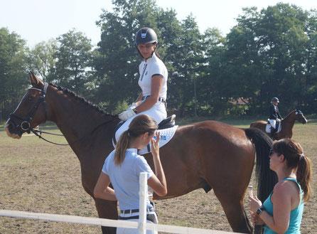 Mützels Vereinschefin Kathrin Schuldt ist häufiger auf jungen Pferden unterwegs. Im Oktober richtet sie mit ihren Vereinsmitgliedern und einer Veranstaltungs-Agentur gleich zwei Reitsportturniere aus. Fotos: Falk Heidel/Alpha-Report
