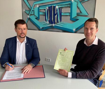 Thomas Schlüter (links), Geschäftsführer NJL und Landrat Steffen Burchhardt