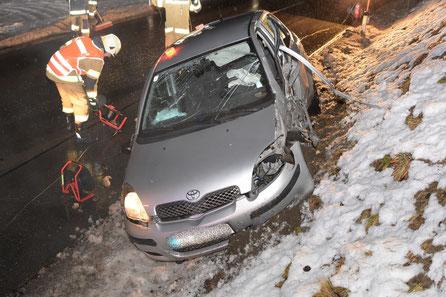 Verkehrsunfall mit drei Fahrzeugen - Feuerwehr Mutters