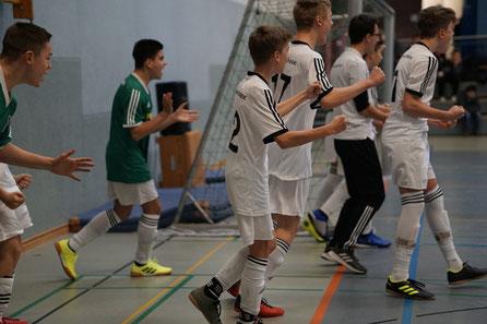 Jubel bei der C-Jugend nach dem Finalsieg im ersten Turnier