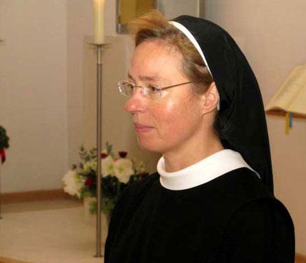 Schwester Veronika Sube bei der Feier zur ersten Profess am 12.12.10
