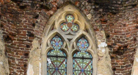 Detailbild lost place Kirchenruine, ungeschärft. Foto: bonnescape.de