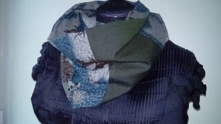 Unisex reversible snood.