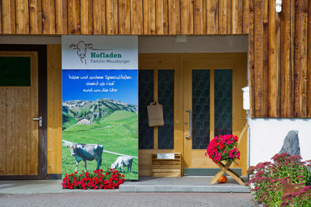 Produktautomat sowie Hofladen der Familie Meusburger