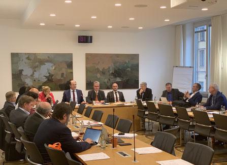 MdL Hold und Fraktionsvorsitzender Streibl bei einem Treffen mit Vertretern des Landesverbands Bay. Justizvollzugsbediensteten e.V. (Foto: Fraktion)