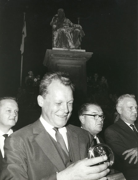 Willy Brandt mit Heinz Frenkel, Walter Langebeck und Georg Wichtermann -