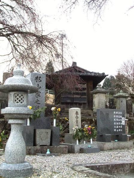 Magome : Le cimetière près du temple