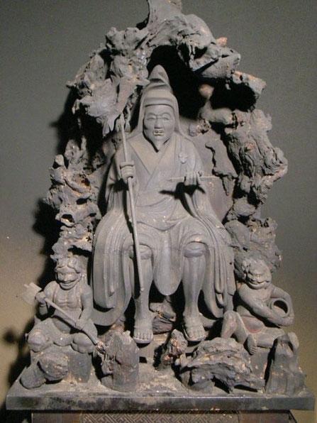 ENNO GYOJA MIT SEINEN 2 DIENERN (ZENKI & GOKI) - MURAMOCHI PERIODE SHOGAKUSAN im KANNONJI TEMPEL