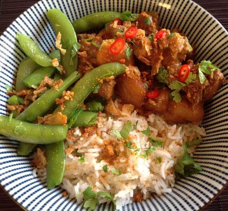 Massaman Curry met sugarsnaps en pandan rijst.