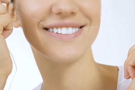 Welchen Unterschied gibt es zwischen Zahnseide und Zahnzwischenraum-Bürstchen?