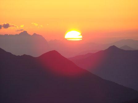Foto Weitblick bei Sonnenaufgang